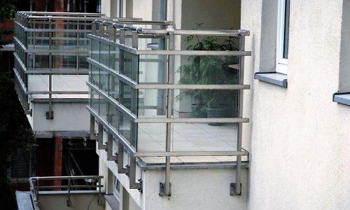 balustrada-na-balkon-mocowana-od-boku
