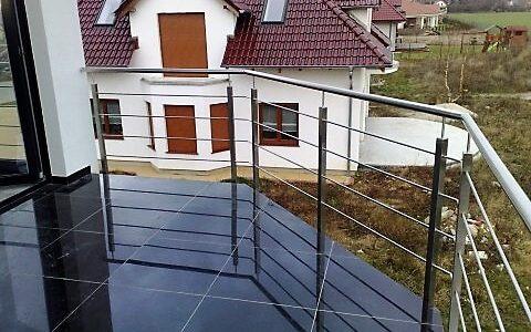 balustrada-nierdzewna-z-wypełnieniem-poziomym