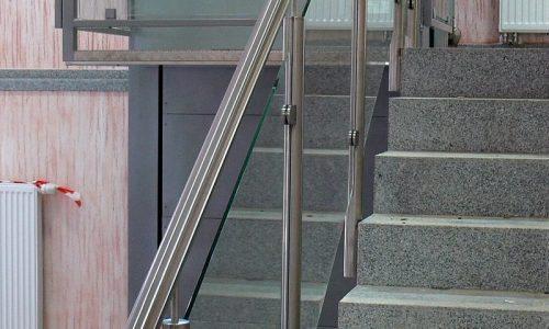 balustrada-stalowa-z-wypelnieniem-szklanym