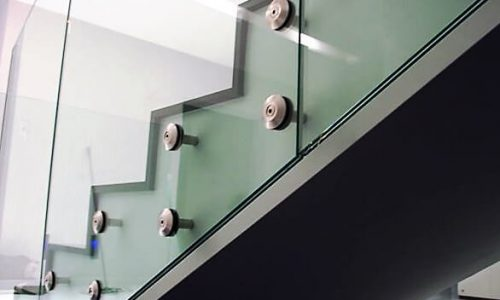 balustrada-szklana-na-rotulach
