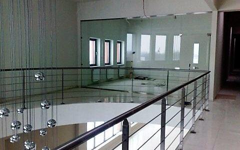 balustrada-ze-stali-nierdzewnej