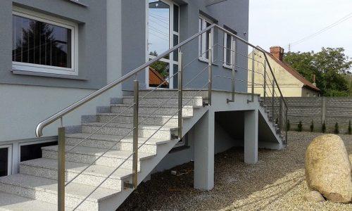 balustrada-ze-stali-nierdzewnej-mocowana-od-boku
