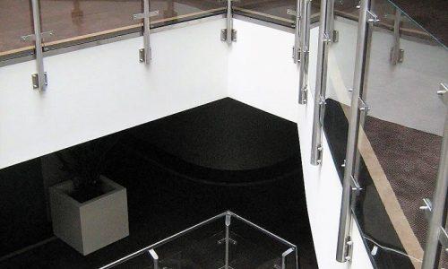 balustrada-ze-szklanym-wypelnieniem