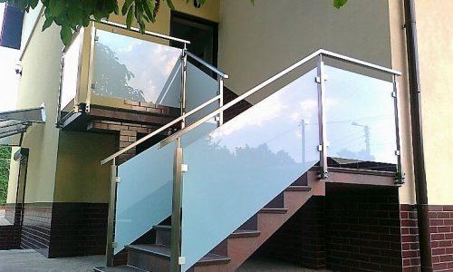 balustrada-ze-szklem-mlecznym