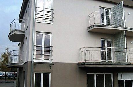 balustrady-na-balkonie-ze-stali-nierdzewnej