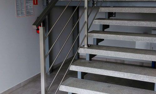 balustrady-ze-stali-nierdzewnej- kobamet