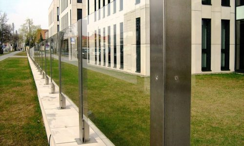 ogrodzenie-ze-stali-nierdzewnej-i-szkla