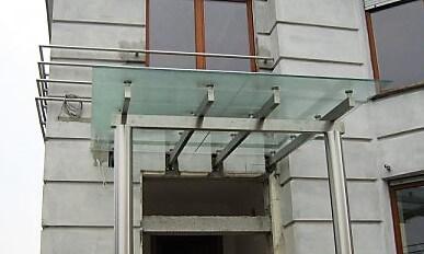 konstrukcja-nierdzewna-z-dachem-szklanym