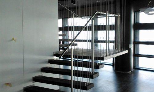 podwieszane-schody-na-linkach-stalowych