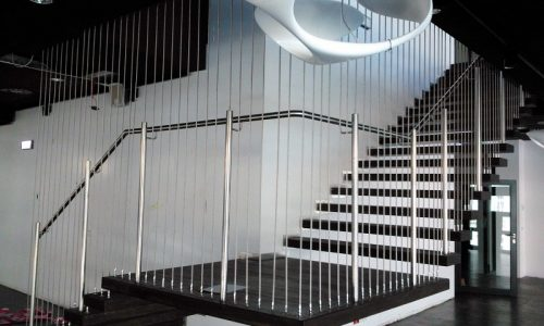 schody-drewniane-podwieszane
