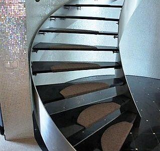 schody-skrecone-drewno-nierdzewne
